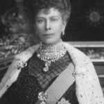 Queen-Mary-wearing-Cullianans-201x300